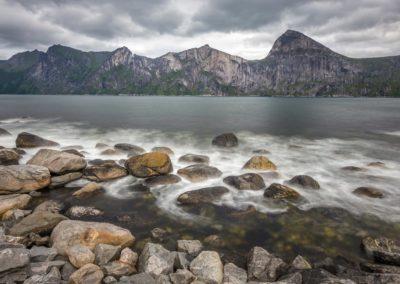 Berge und Meer auf Senja